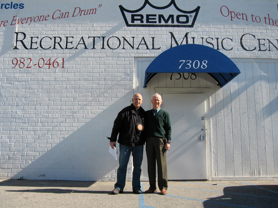 Remo Belli et Philippe Lalite devant devant le Recreational Music Center au nord d'Hollywood