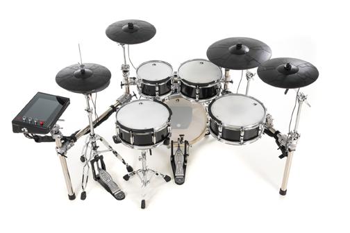 """GEWA G9 PRO C5 / L5 • GEWA Drum Workstation G9 • 1x10/5"""" Tom, 1x12/5"""" Tom, 1x14/5"""" Tom • 14/5"""" Caisse claire • 18/14"""" Grosse caisse • DWe rack (3 côtés) avec accessoires • 2x 14"""" Crash Cymbales (3-Zone) • 1x 18"""" Ride Cymbale (3-Zone) • 14"""" charley (3-Zone) avec contrôleur • Pied charley DWe • Cables avec système d'organisation"""